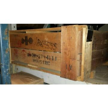 6138-21-4111 KOMATSU HOUSING  ONAN 186-0555  NEW OLD STOCK