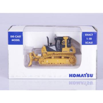 1:50 DieCast Komatsu D61EX Construction Universal Hobbies Collection UH8000