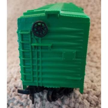 HO scale Life-Like Products Linde Company Sliding Door Green Box Car Train