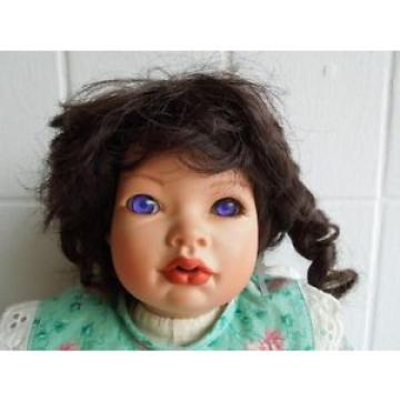 Puppe Mädchen unbekannte Marke Linde ? Lila Augen Porzellan 46 cm