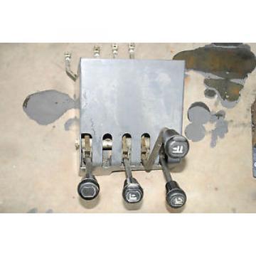 COMMANDE MANUELLE  distributeur hydraulique  CONTROL FENWICK LINDE R16 P