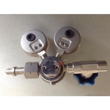 LINDE Union Carbide Specialty Gases 2 Gauge Regulator Part No. F5 UPC 3 25 350
