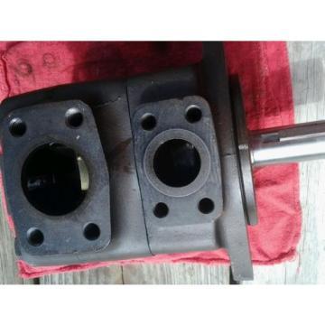 Vickers hydraulic pump 35v25a 1c22.  02-137124
