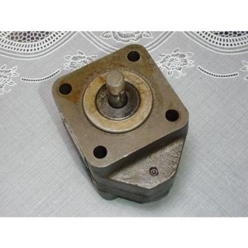 Delta Power Hydraulic Pump Model D-4 Inlet/Outlet 1/4 Inch NPT Shaft .437 OD NEW