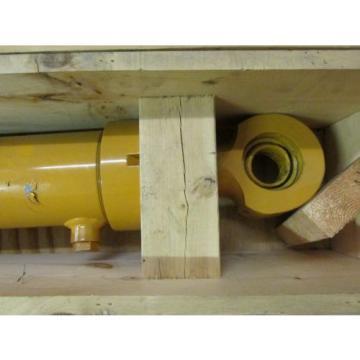 NEW NOS LOT OF 2 Komatsu 933489C93 911442 Hydraulic Cylinder Front Loader